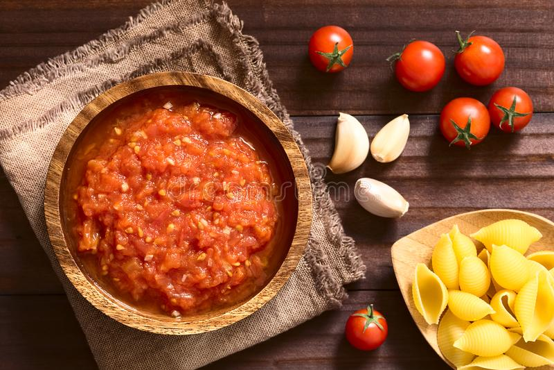 Domowej roboty Tradycyjna włoszczyzna Marinara lub Pomodoro Pomidorowy kumberland zdjęcia royalty free