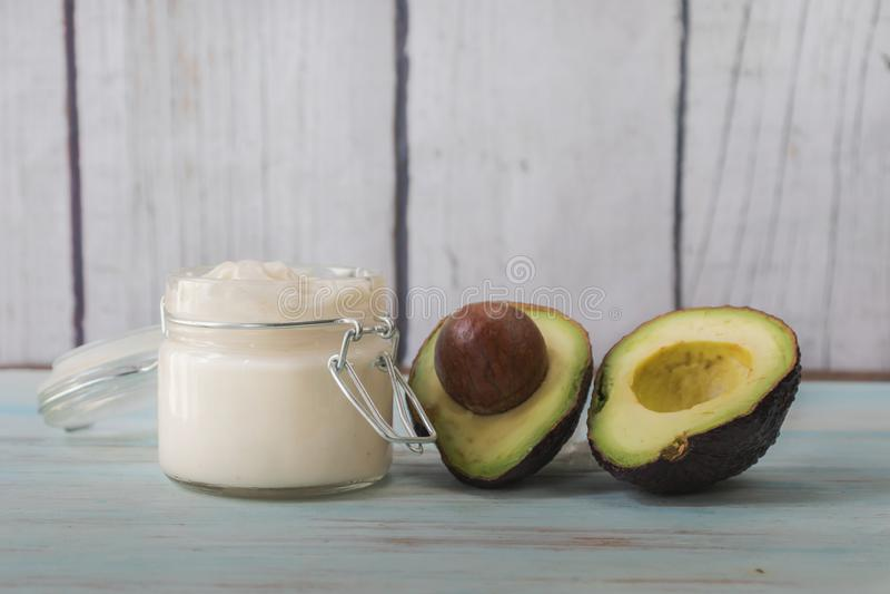 Domowej roboty twarzowa śmietanka avocado olej zdjęcie stock