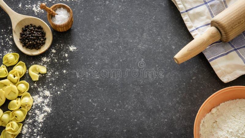 Domowej roboty Włoski tradycyjny tortellini makaron zdjęcie royalty free
