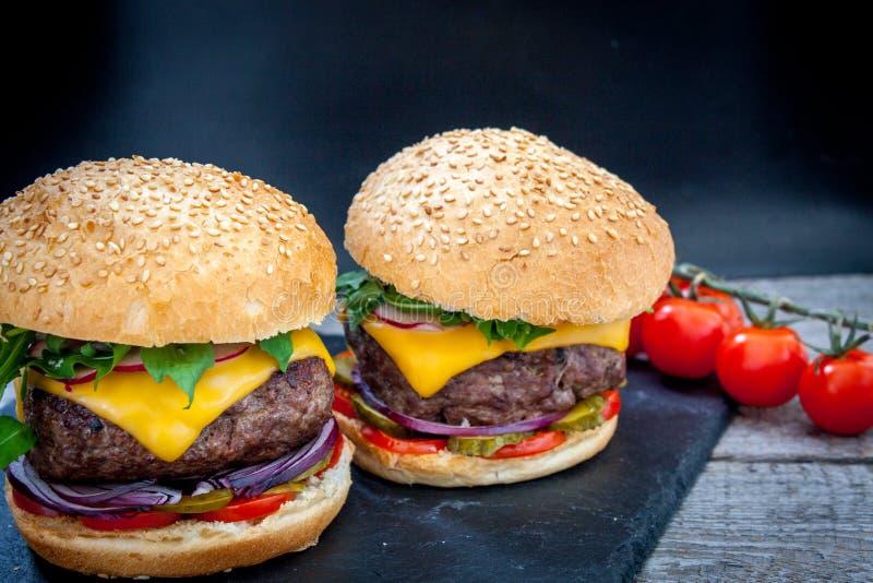domowej roboty wołowina hamburger zdjęcia stock