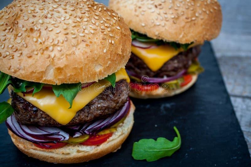 Domowej roboty wołowina hamburgery fotografia royalty free