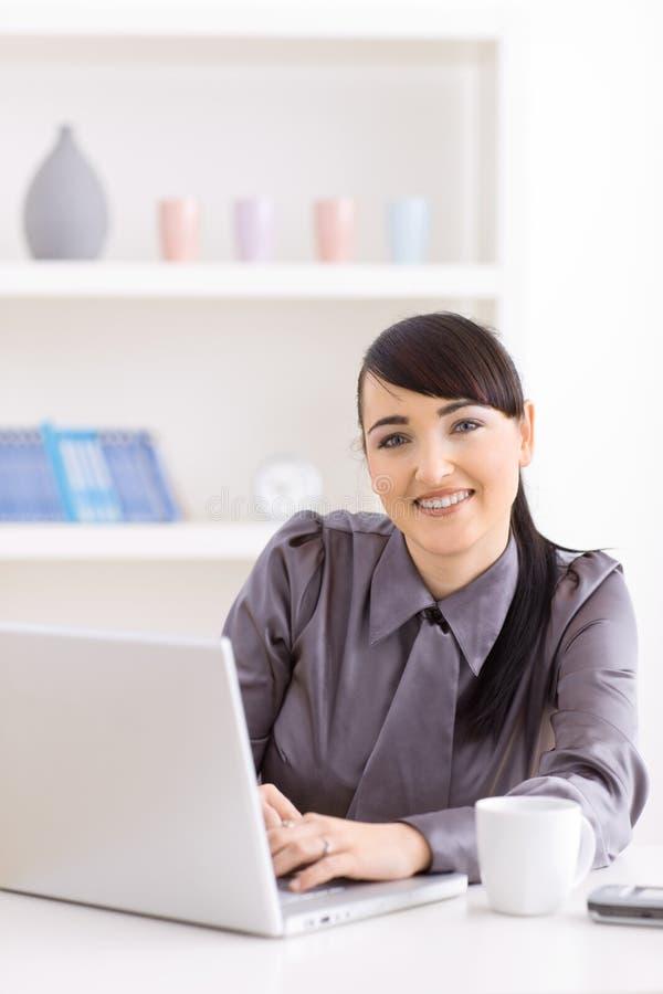 domowy bizneswomanu działanie zdjęcia royalty free