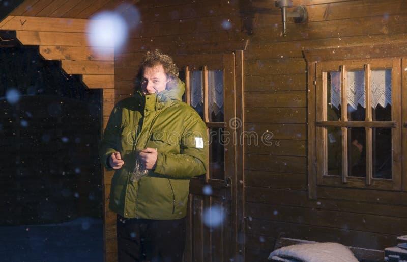 domowy mężczyzna outside śnieg obrazy stock