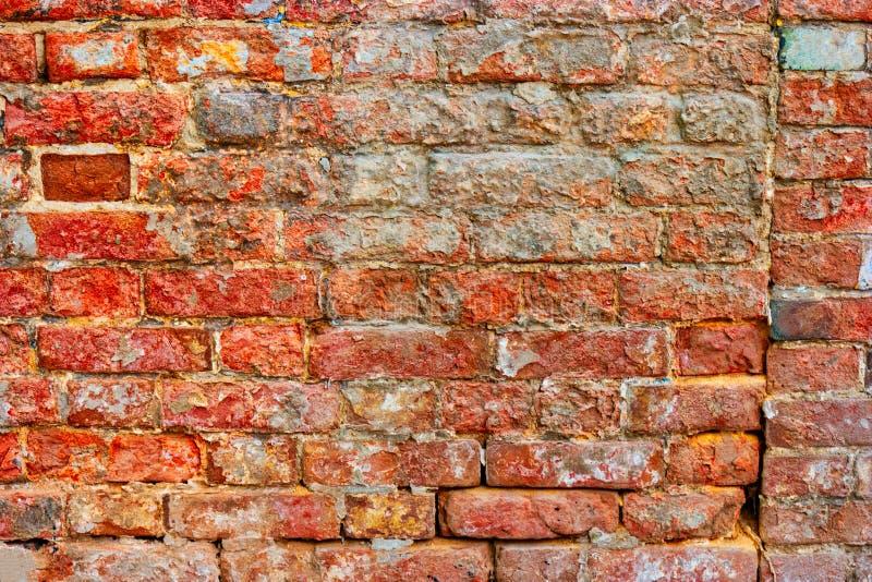 Domowy od?wie?ania poj?cie Przetarta czerwona ścian z cegieł potrzeb naprawa zdjęcia royalty free