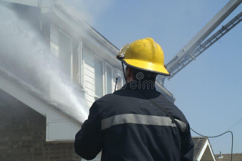 Domowy ogień, pożarniczy uszkadzający dom, obrazy royalty free