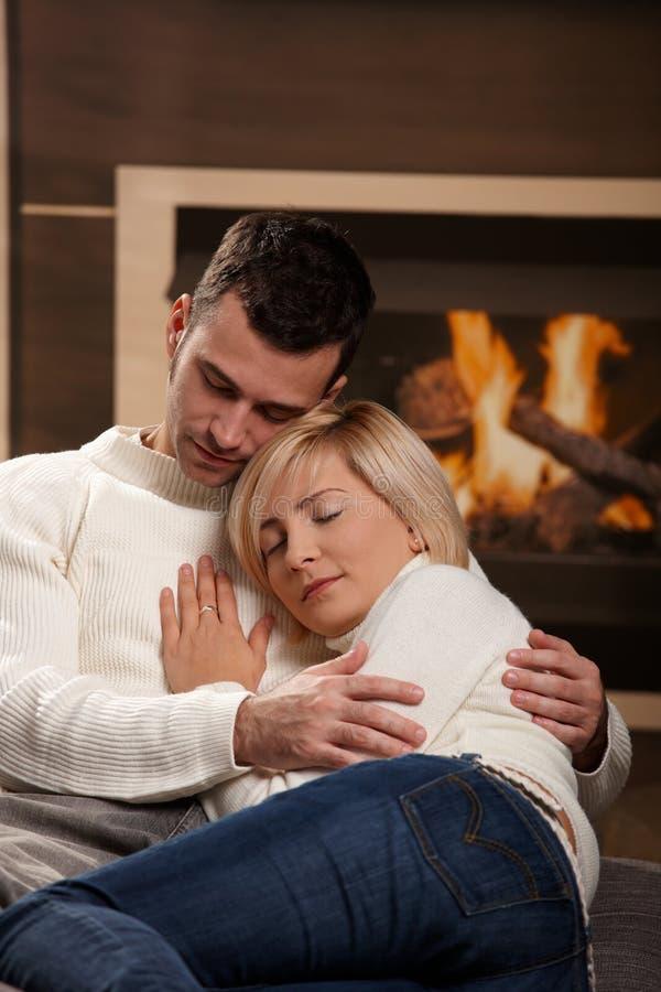 domowy pary przytulenie fotografia stock