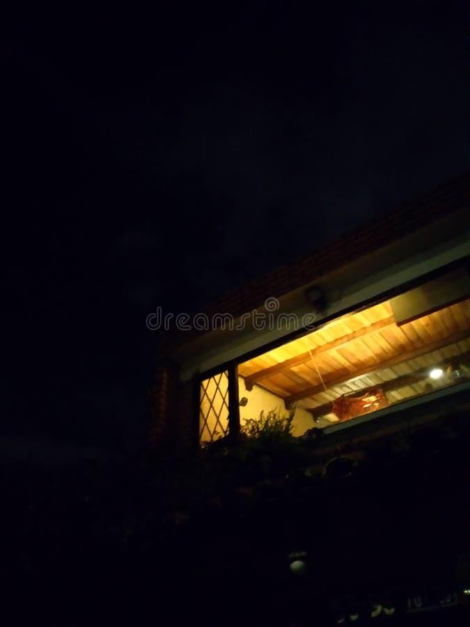 Domowy pokój przy nocą obrazy royalty free