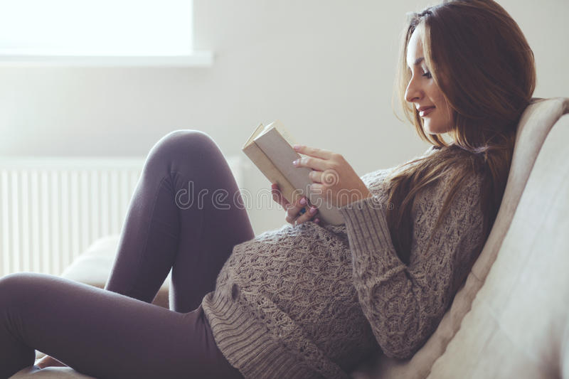 Domowy portret kobieta w ciąży obraz stock