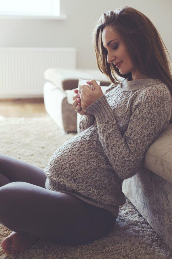 Domowy portret kobieta w ciąży fotografia stock