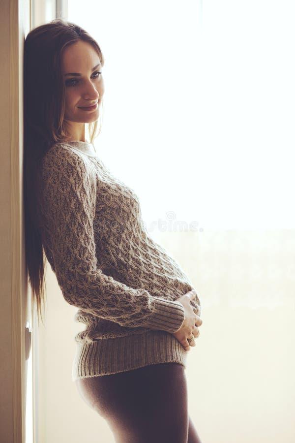 Domowy portret kobieta w ciąży zdjęcia royalty free