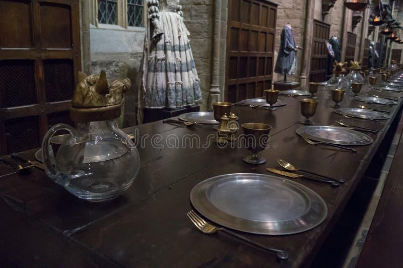 Domowy stół w wielkiej hali zdjęcie stock
