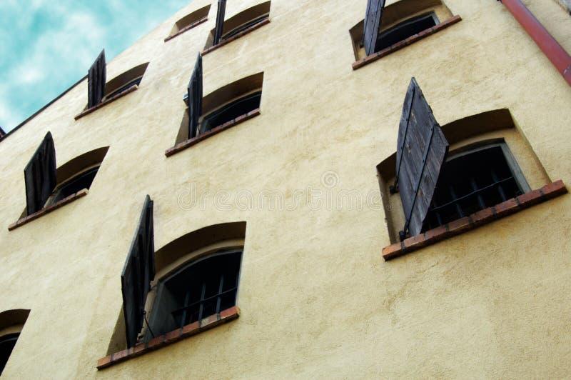domowy stary żaluzj Torun okno zdjęcia stock