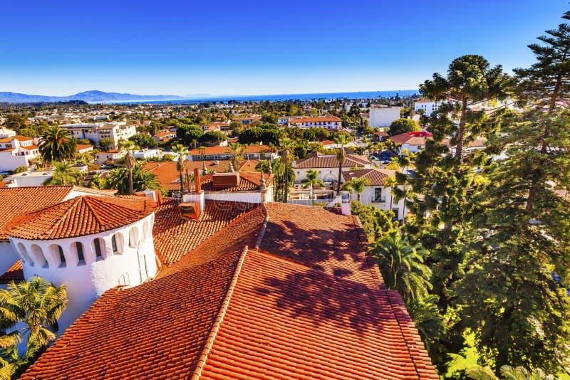 Domstolsbyggnadapelsinen taklägger Stilla havet Santa Barbara California royaltyfri bild