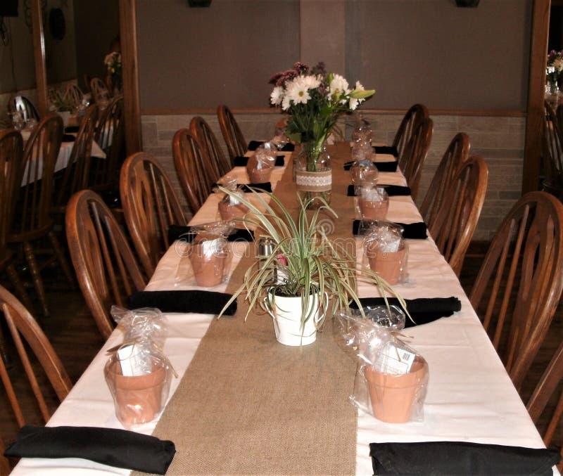 Domu wiejskiego przyjęcia stołu ustawianie fotografia royalty free