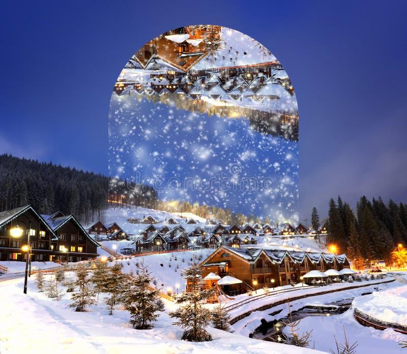 Domy dekorujący dla bożych narodzeń przy nocą Geometryczni odbicia e obrazy stock