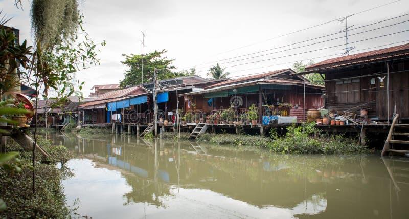 Domy na kanale w Tajlandia obraz stock