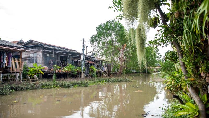 Domy na kanale w Tajlandia zdjęcie stock