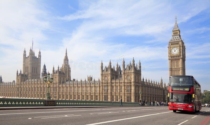 Domy parlamentu i Westminister most w Londyn zdjęcia stock