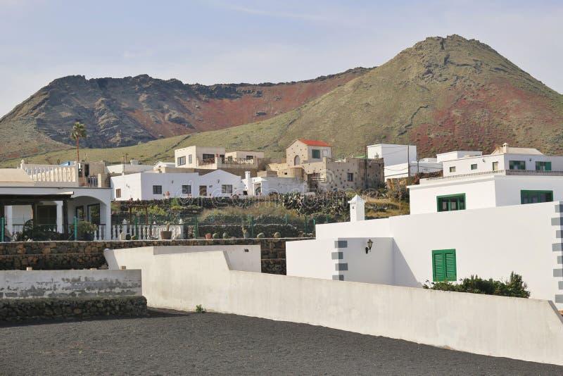 Domy pod wulkanem w Lanzarote, Hiszpania obraz stock
