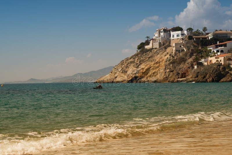Domy przegapia morze na hiszpańszczyzny przylądkowe zdjęcia stock
