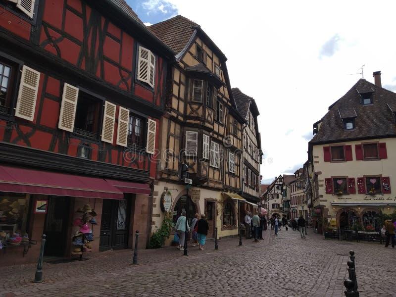 Domy w Rhenish stylu na ulicach Kaysesberg, Francja fotografia stock