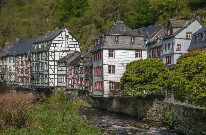 Download Domy Wzdłuż Rur Rzeki, Monschau, Niemcy Obraz Stock - Obraz złożonej z upłynnienie, historyczny: 57663917