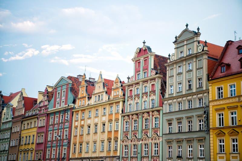 Domy z kolorowymi fasadami na targowym kwadracie w Wroclaw, Poland zdjęcia royalty free