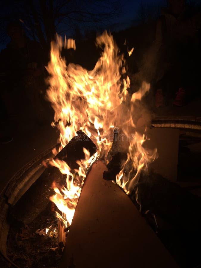 Don& x27; игра t с огнем стоковое изображение rf