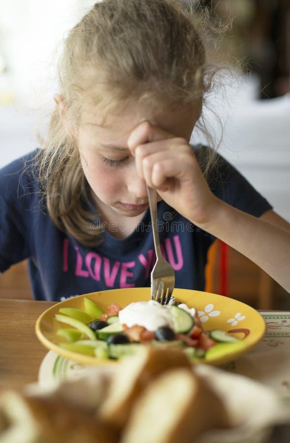 Don& x27 della bambina; la t vuole mangiare fotografie stock libere da diritti