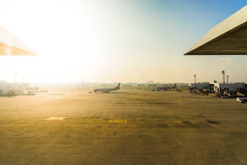 Don Muang lotnisko międzynarodowe Parking samoloty przy lotniskiem du obrazy stock