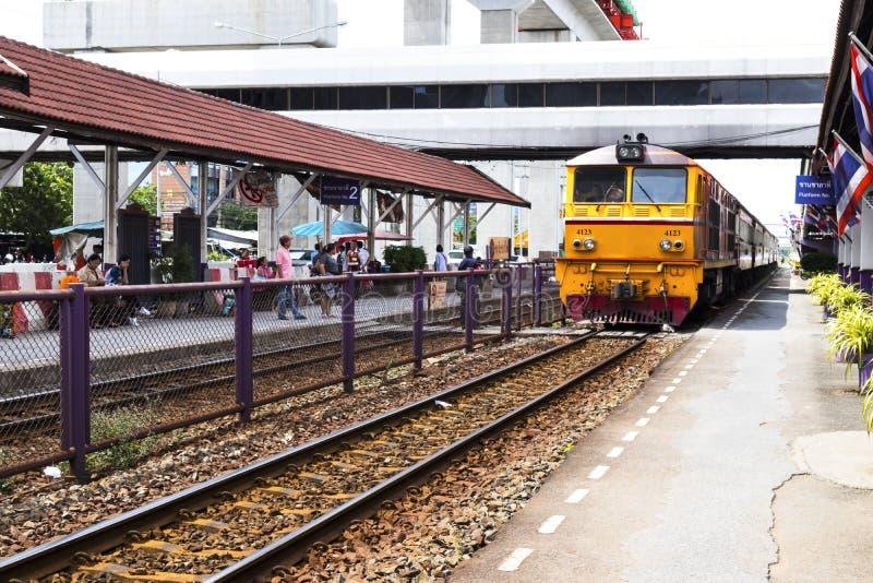 02, 2017: Don Mueang, Tajlandia, Lipiec - Tajlandzka kolei regionalność tr zdjęcia royalty free