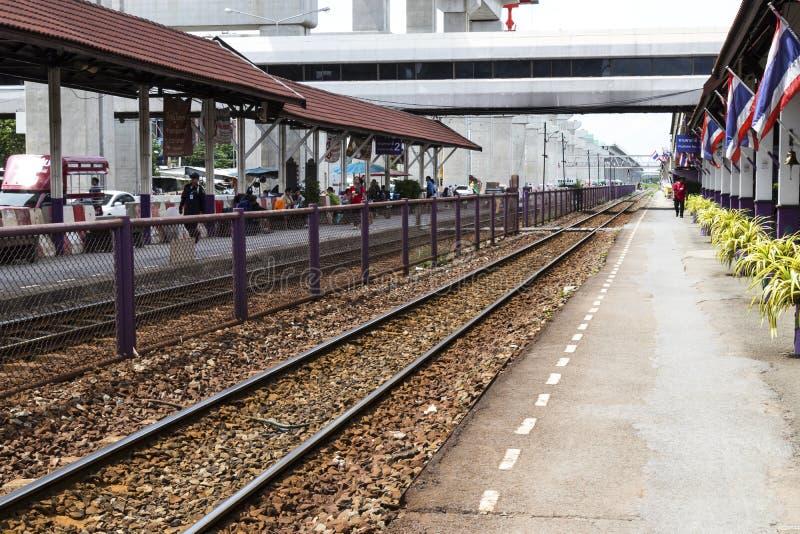 02, 2017: Don Mueang, Tajlandia, Lipiec - Tajlandzka kolei regionalność tr fotografia royalty free