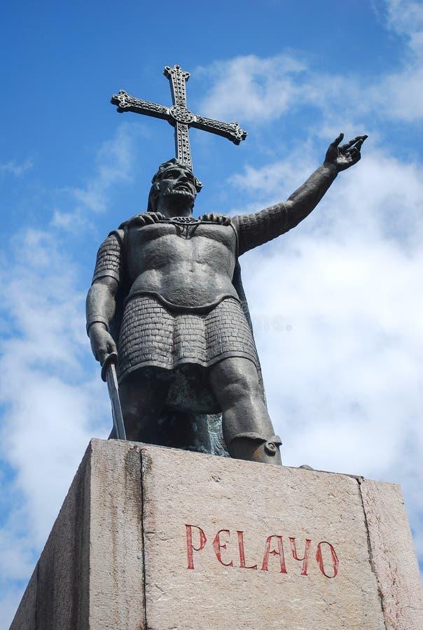 Don Pelayo Statue imagenes de archivo