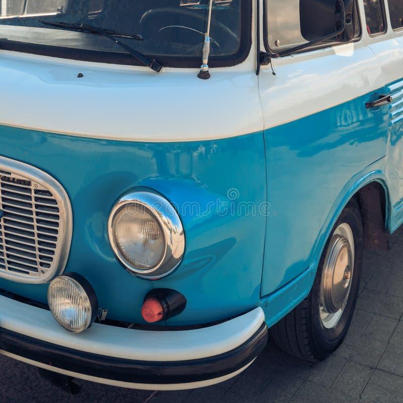 DON, ROSJA, 07 2017 PAŹDZIERNIK: Klasyczny rocznika minibus Prawy widok fotografia royalty free
