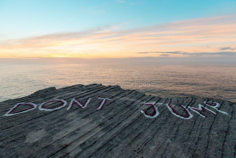 don-t-jump-rock-cliff-don%C3%A2%E2%82%AC