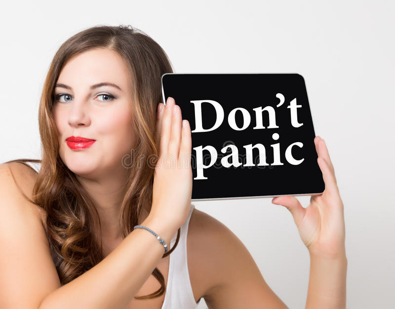 Don& x27; t panika pisać na wirtualnym ekranie Technologii, interneta i networking pojęcie, naga kobieta piękna ramię obrazy royalty free