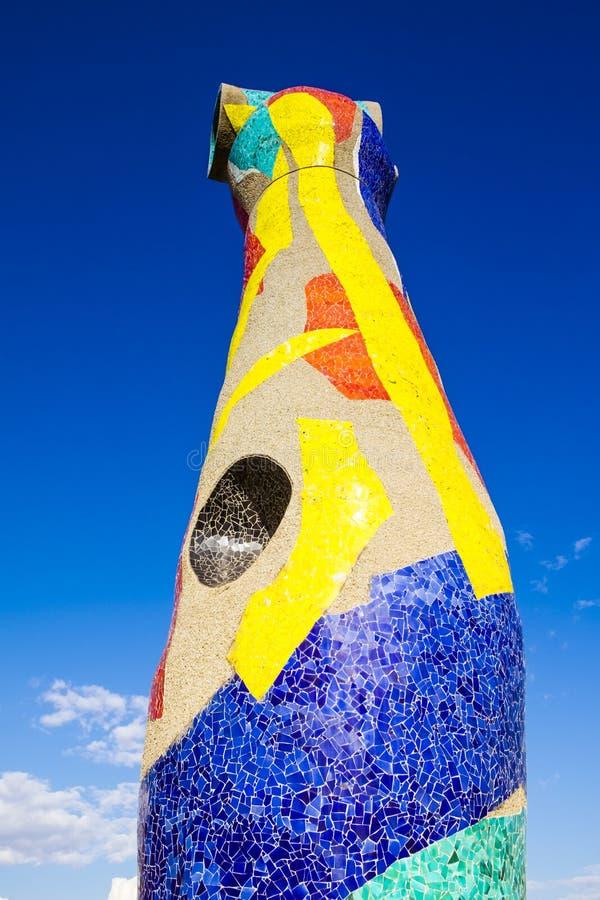 Dona ` женщины и птицы ` статуи i Ocell, в своиственн каталонцам, созданном j стоковая фотография