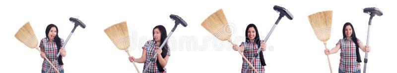 A dona de casa nova que faz tarefas domésticas no branco fotos de stock