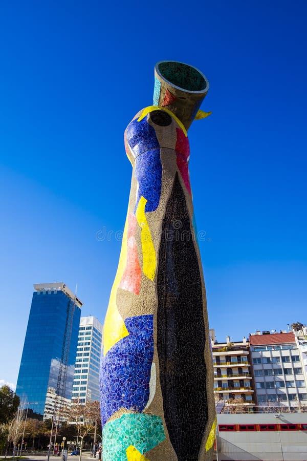 Dona do ` da mulher e do pássaro do ` da estátua mim Ocell, no catalan, criado por J fotos de stock royalty free