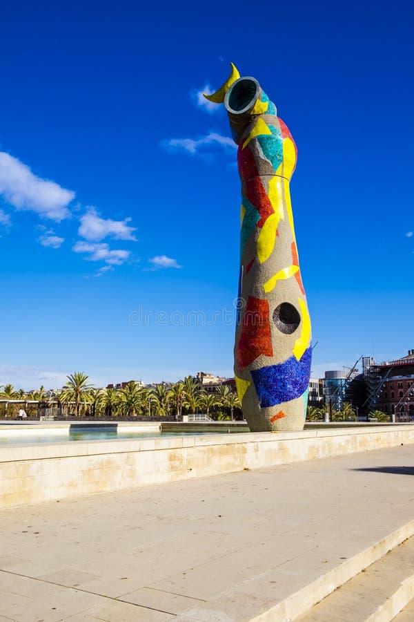 Dona do ` da mulher e do pássaro do ` da estátua mim Ocell, no catalan, criado por J imagem de stock royalty free