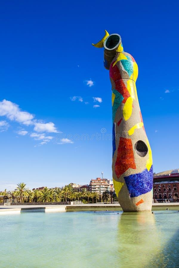 Dona do ` da mulher e do pássaro do ` da estátua mim Ocell, no catalan, criado por J fotografia de stock royalty free