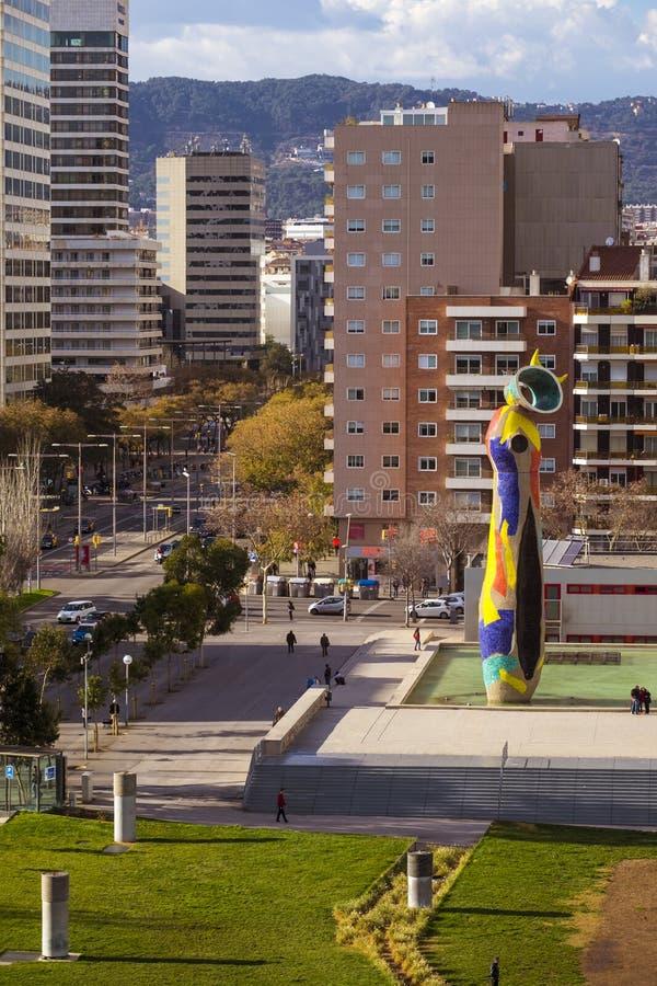 Dona do ` da mulher e do pássaro do ` da estátua mim Ocell, no catalan, criado por J foto de stock