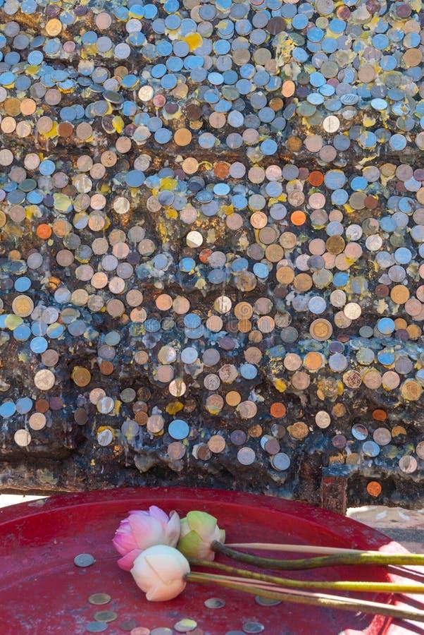 Donaciones del dinero en el templo de Doi Suthep fotos de archivo libres de regalías