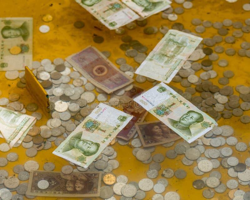 Donaciones del efectivo en Laoshan cerca de Qingdao fotos de archivo libres de regalías