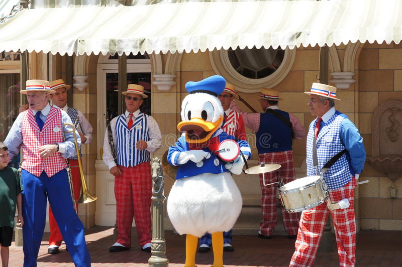 Donald Duck in Disneyland stock foto's