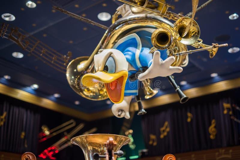 Donald Duck in un deposito di Disney al regno magico, Walt Disney World immagini stock