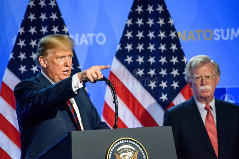 Donald Trump à la conférence de presse, pendant le SOMMET d'OTAN 2018 image stock