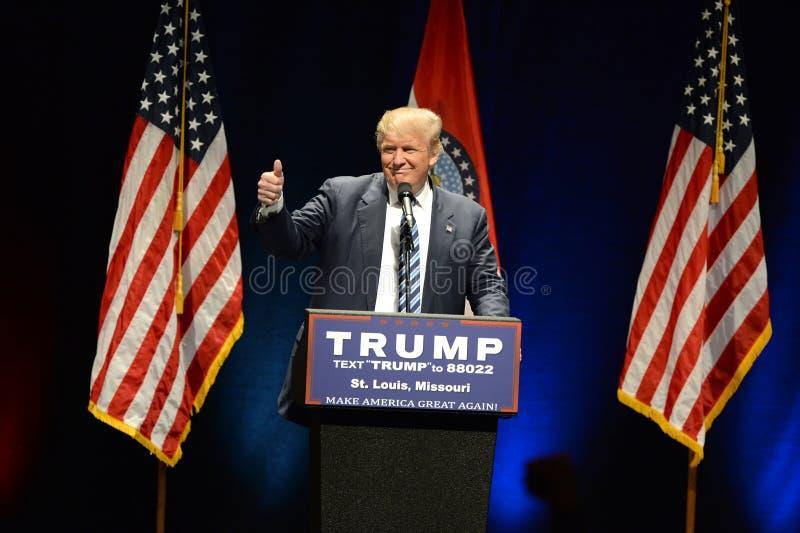 Donald Trump Campaigns en St. Louis foto de archivo