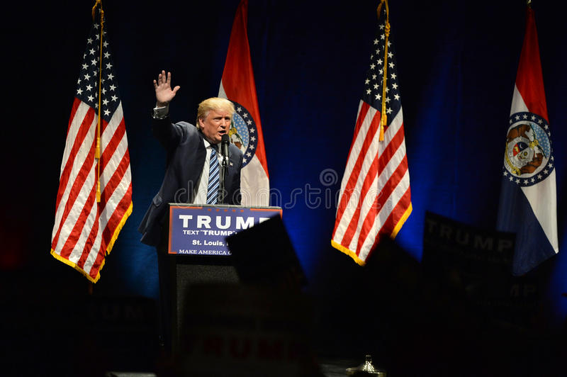 Donald Trump Campaigns en St. Louis foto de archivo