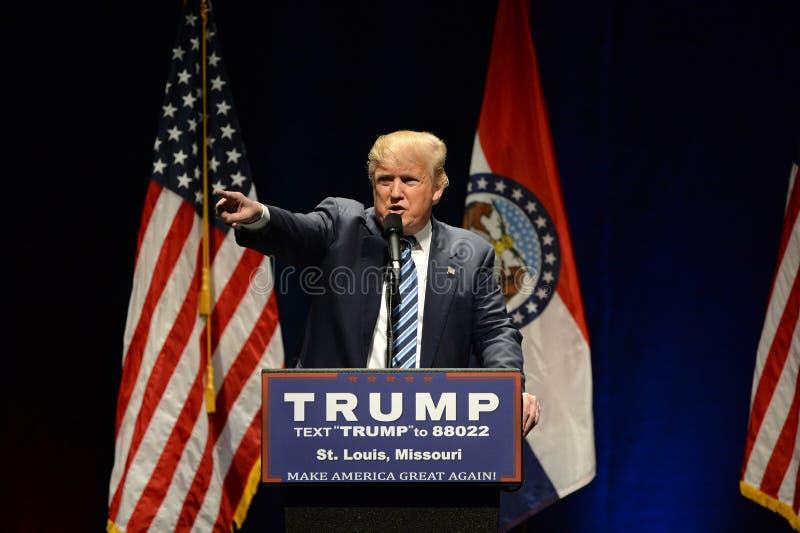 Donald Trump Campaigns en St. Louis imagen de archivo